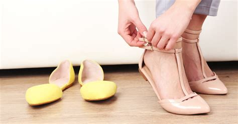 stop slippers smelling how to prevent smelly shoes style guru fashion glitz