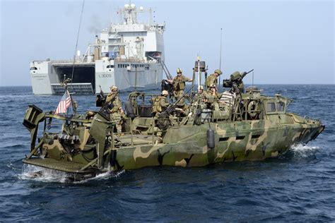 riverine boats file us riverine command boat with rfa cardigan bay mod