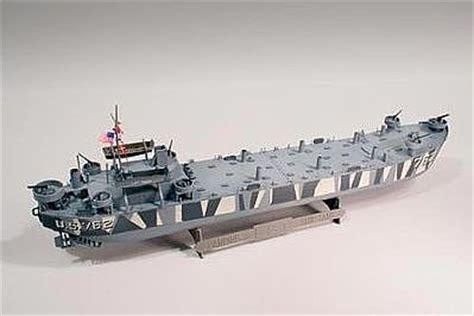 lci 880p small boat trailer lindberg l s t landing ship tank plastic model military