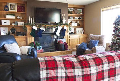 holiday home tour classic christmas decor a classic plaid christmas home tour small stuff counts