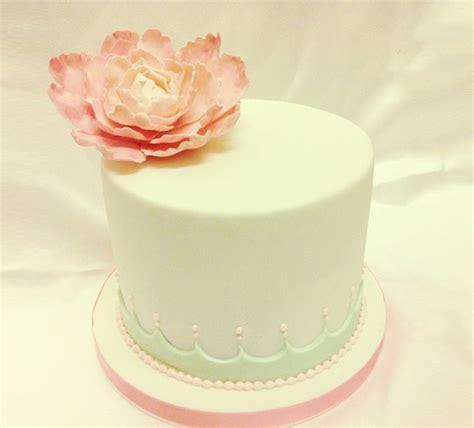 fresh floral cake decoration praise wedding