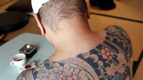 yakuza tattoo in deutschland bunte bericht japanischer mafia clan wirbt um mitglieder