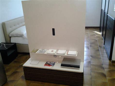 mobili porta tv girevoli mobile porta tv girevole legno e laccato lucido