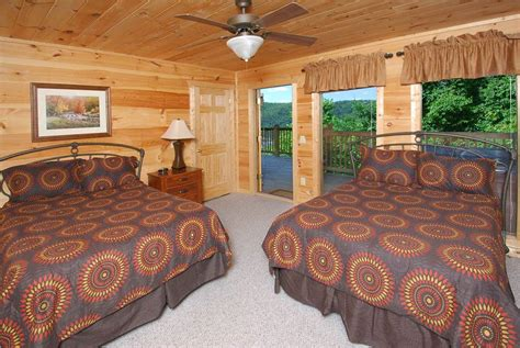 5 bedroom cabins in gatlinburg pigeon forge cabin gatlinburg lights 5 bedroom sleeps 14