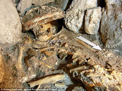 Man Finds Treasure In Backyard Rats To Riches Maya Queen S Skeleton Found Among Riches