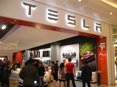 Tesla Motors Stores Elon Musk Opens New Tesla Store In Mall Live Photos