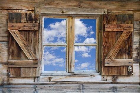 berghütte mieten alpen fototapete fenster einer bergh 252 tte mit himmel in s 252 dtirol