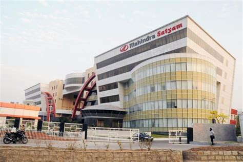 tech mahindra bangalore cus images tech mahindra falls as merger with mahindra satyam delayed