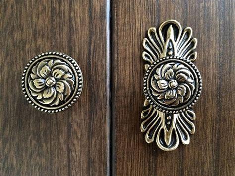 Vintage Looking Door Knobs by Vintage Style Dresser Knob Drawer Knobs Pulls Handles Antique
