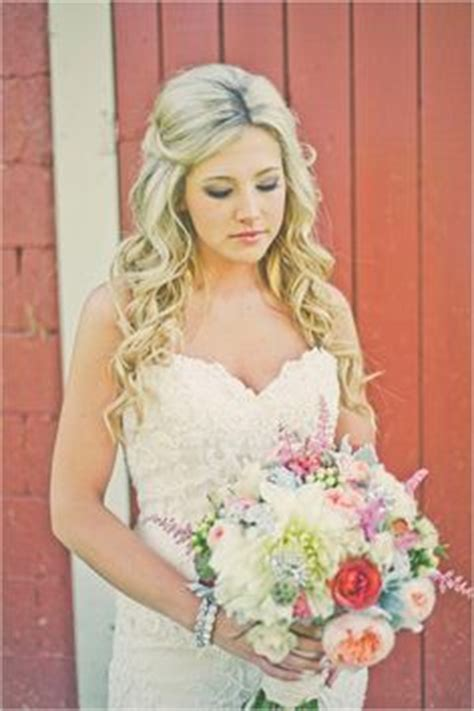 Country Wedding Hairstyles For Hair by 20 Gorgeous Country Rustic Wedding Ideas Herinterest