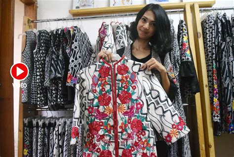 Fashion Intan padukan batik dan bordir ayundavira intan berharap