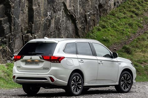 2016 white mitsubishi outlander 2016 mitsubishi outlander phev review uk first drive