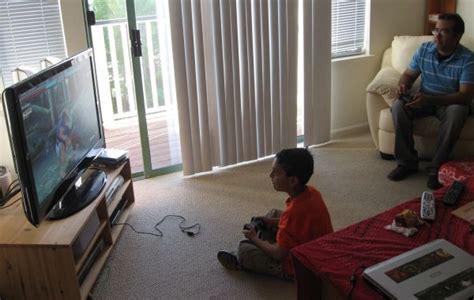fotos niños jugando playstation proteger a los hijos configurando el control parental de