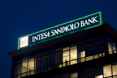 intesa san paolo banking intesa sanpaolo bank offers scholarships in italy each