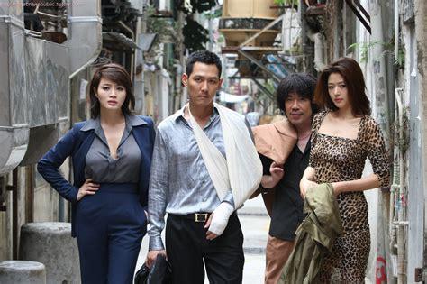 film semi real celebrity republic 영화 도둑들 포스터 속 전지현 몸매 화제