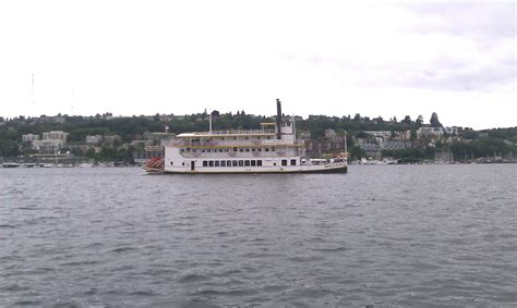 lake union paddle boat the queen of seattle seattle afloat seattle houseboats