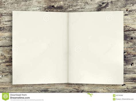 libro la pieza del fondo p 225 gina vac 237 a del fondo del libro en la tabla de madera imagen de archivo imagen 85104399