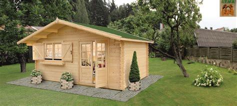 petit chalet en bois de jardin chalet de jardin bois mod 232 le lilas 18 m 178 en madriers de 34 mm