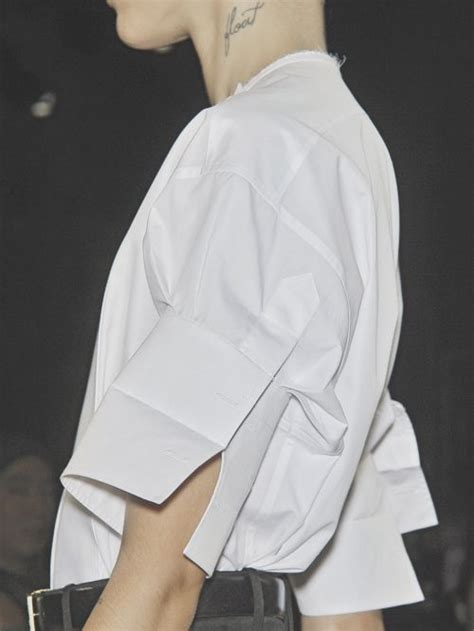 327 Kemeja White sleeves with unfolded cuff and placket angular