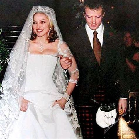 Madonna and Guy Ritchie wedding (22 December 2000   21