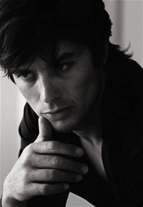 Alain Delon 23001 Black alain delon famosos que imagen de perfumes actores y modelos fragancias y perfumes