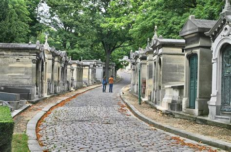 pere chaise paris pere lachaise gravestone walking tour viator