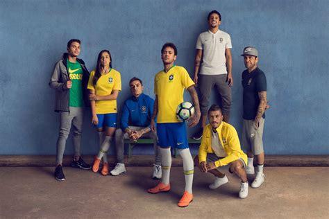 nike football c 244 ng bố trang phục của đội tuyển brazil tại