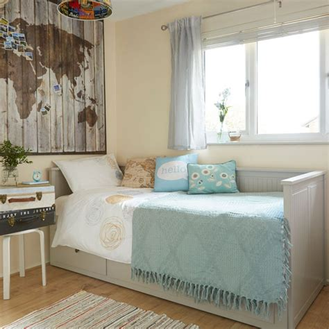 multifunctional room ideas check out this clever multifunctional guest bedroom