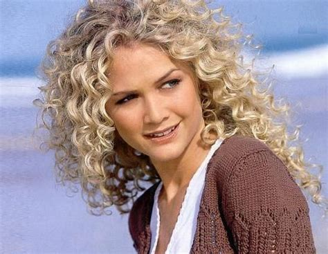 spiral wrap hairstyle spiral perm wrap w boom rods nov 30 17 best images about women s medium length curly hair