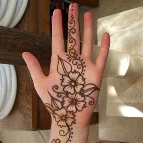 diy henna tattoo on the hunt