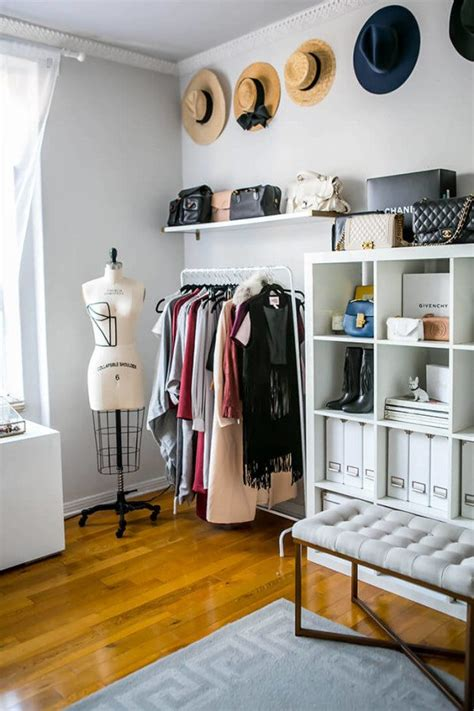 6 Chic Ways To Organize Your Clothes And Accessories Stylish Laundry Hers
