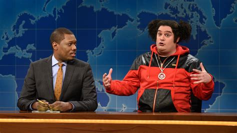 michael che from saturday night live watch weekend update riblet on michael che s job from