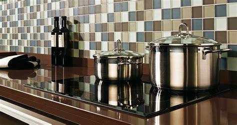 la cualidad principal de los azulejos  cocinas modernas