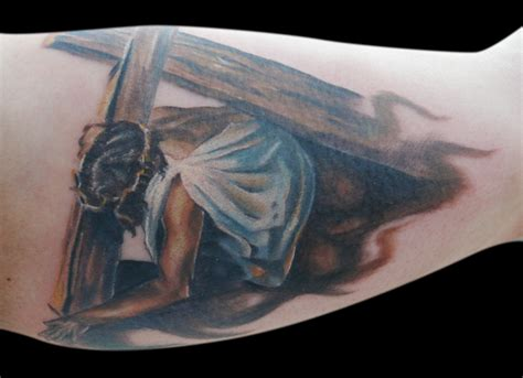 jesus carrying the cross tattoos jesus carrying cross by michaelbrito on deviantart