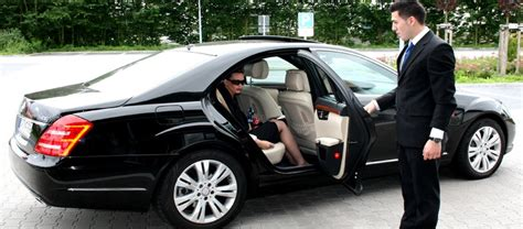Corporate Limo by Toronto Executive Limo Airport Wedding Prom Limousine