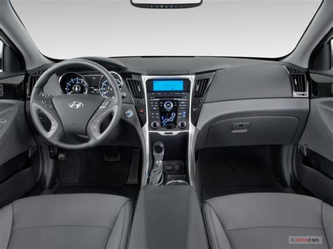 Hyundai Sonata Interior Dimensions by 2013 Hyundai Sonata Pictures Dashboard U S News
