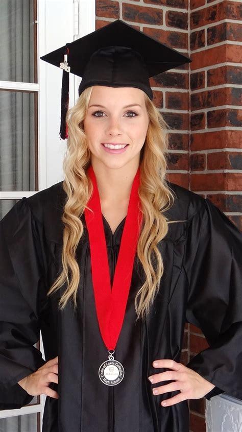 nursing graduation hairstyles with cap 26 best graduation images on pinterest senior pictures