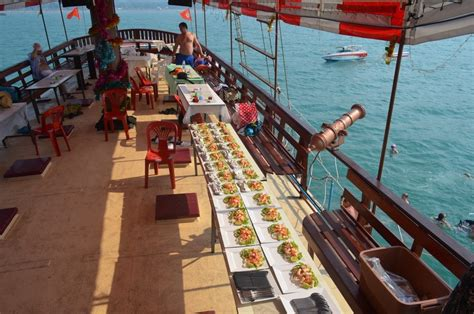 fishing boat charter ta pattaya yacht charters party boats tai pan