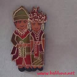 Souvenir Pajangan Hiasan Kado Maghnet Kulkas souvenir pernikahan magnet hiasan kulkas pengantin tradisional nusantara 01