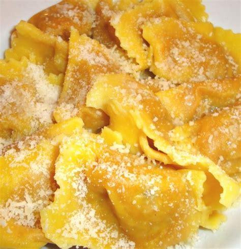 ravioli di zucca alla mantovana ricetta tortelli di zucca mantovani