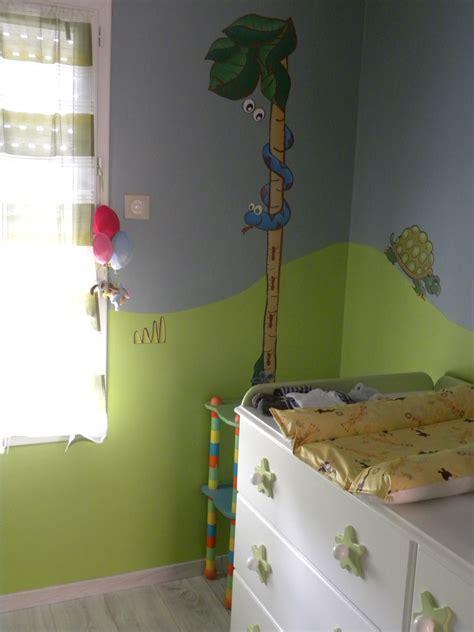 chambre enfant verte chambre savane safari photo 2 3 coin table 224 langer
