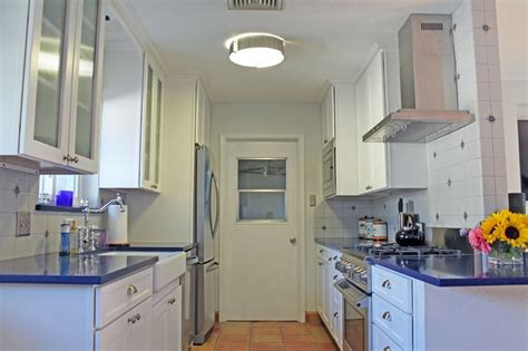 kitchen appliances in spanish spanish modern kitchen design white cabinets stainless