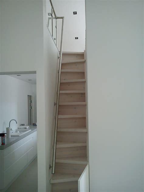 geländer rund svart trappe design