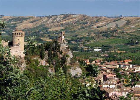 cambi storici d italia cinque borghi dell emilia romagna da visitare in autunno