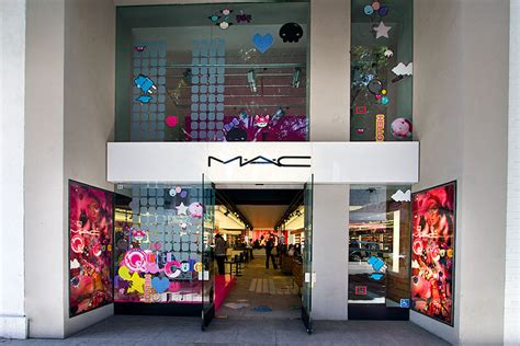 Lipstik Shop mac cosmetics robertson boulevard shopping dining travel guide for los angeles california