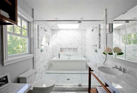 cuarto de ba o con ba era y ducha 1001 ideas de decoraci 243 n de ba 241 os blancos modernos
