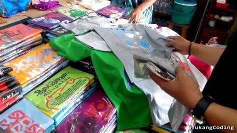 Oleh Oleh Khas Souvenir Kaos Perancis kondisi pasar malioboro yogyakarta aneka oleh oleh khas