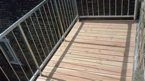 balkon boden balkon bodenbelag holz verlegen bvrao