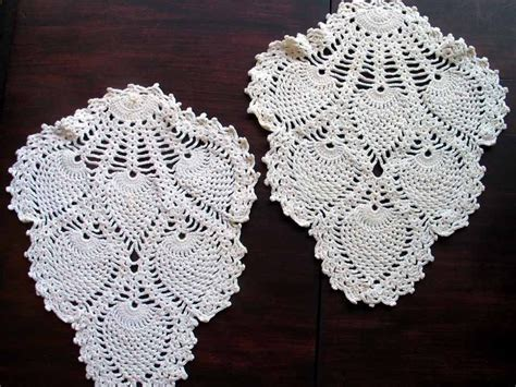 vintage armchair doilies pineapple pattern off white 1660