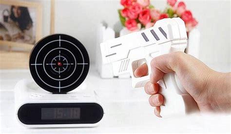 Perlengkapan Bayi Moca Termometer Tembak Laser jam weker unik dengan model pistol dan papan tembak harga jual